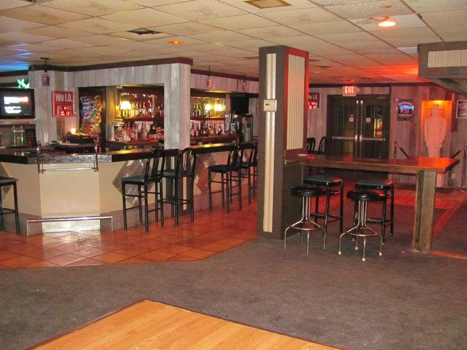 Backroom Bar and Grille: 880 Laver Rd, Mansfield, OH