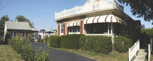Amish Guest House: 3625 E Newport Rd, Intercourse, PA