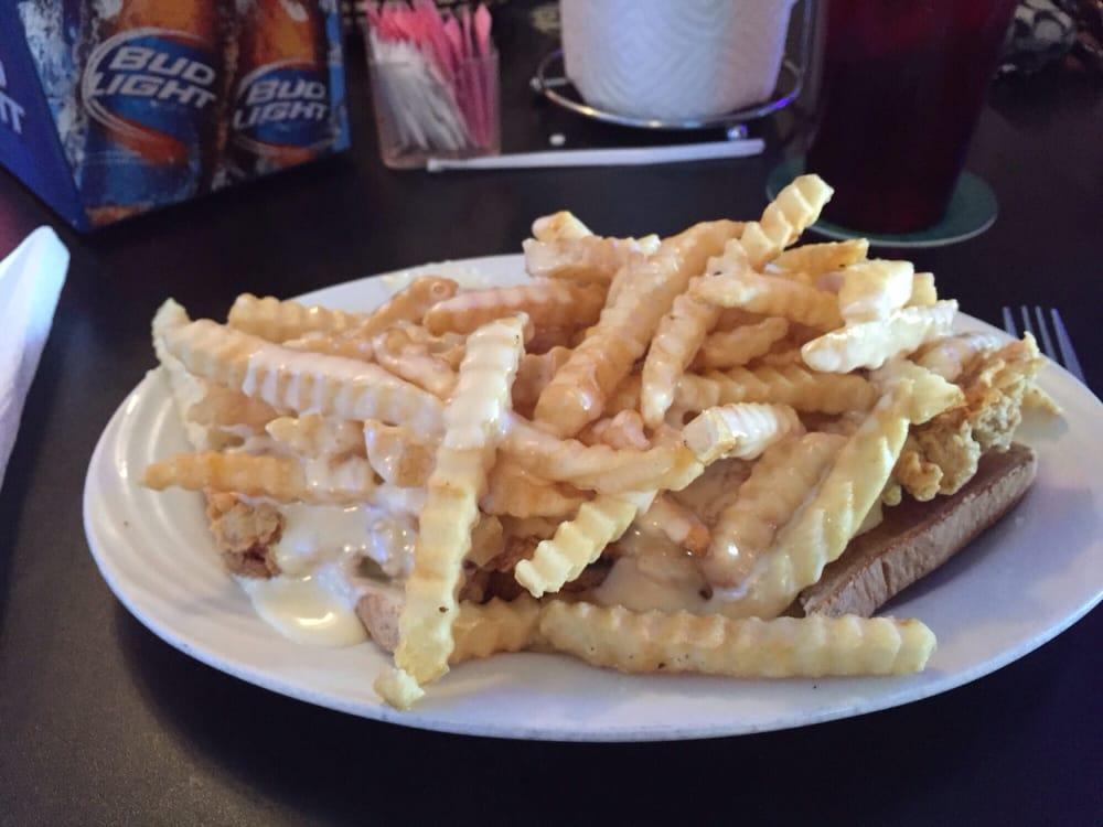 Caddyshack Sports Bar: 505 Main St, Farmersville, IL