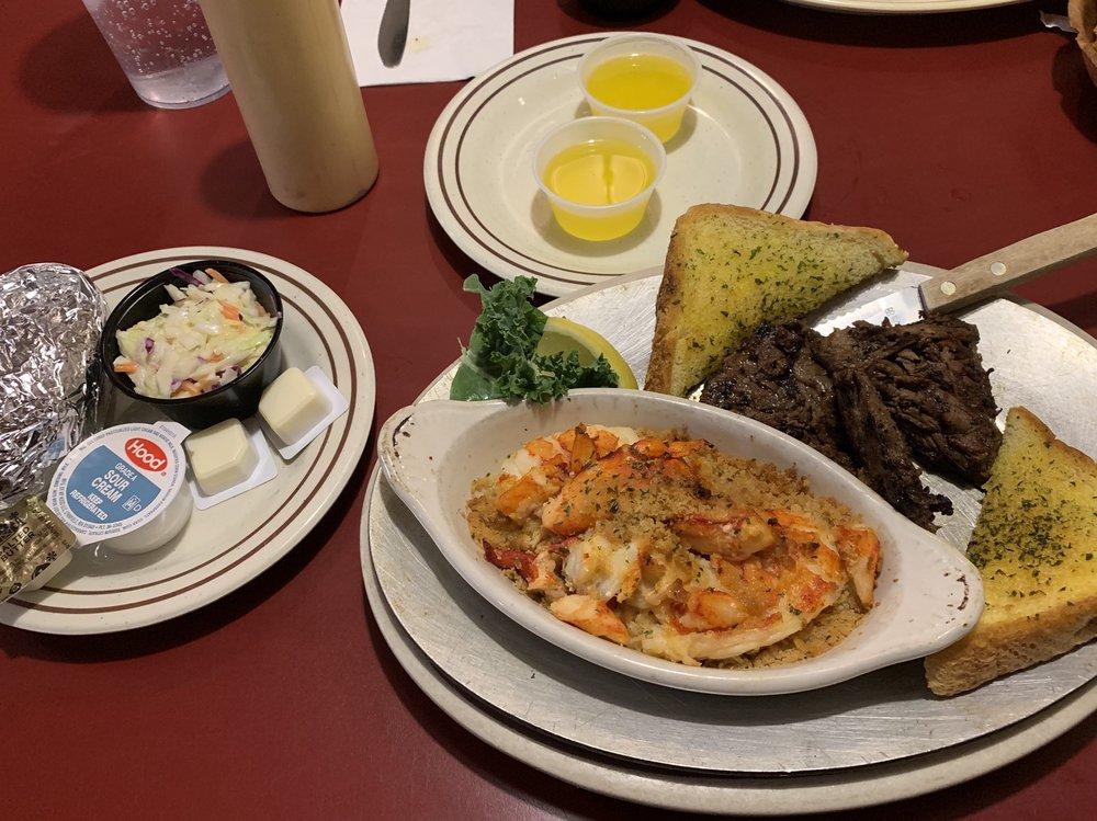 Lobster Boat Restaurant: 453 Daniel Webster Hwy, Merrimack, NH