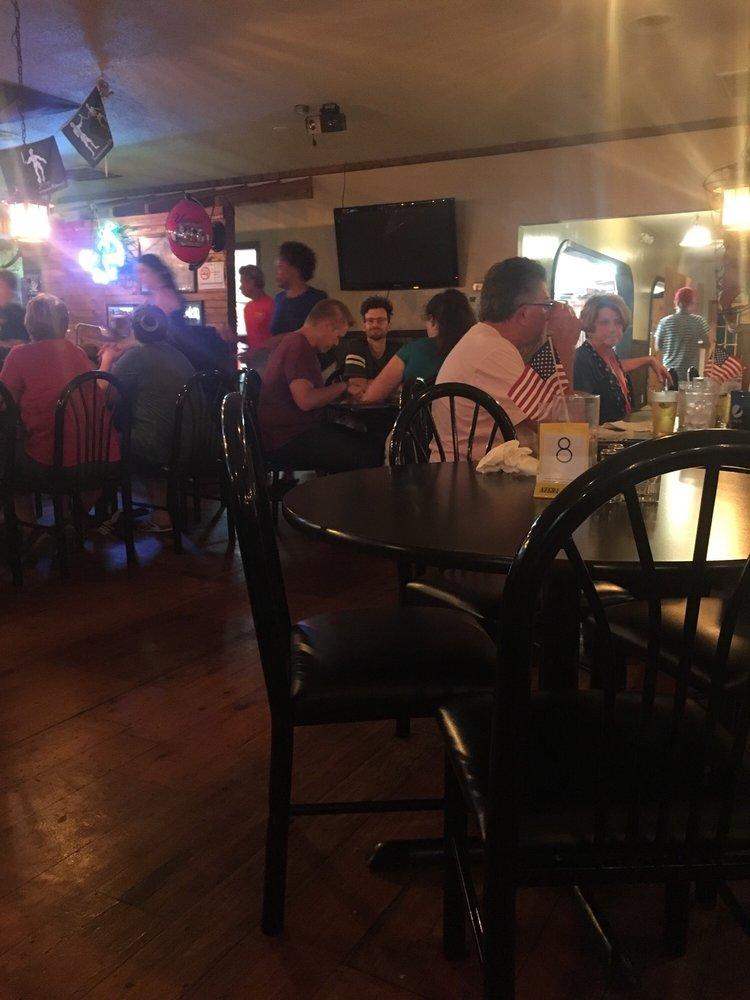 Blackbeard's Grill & Steam Bar: 1644 Live Oak St, Beaufort, NC