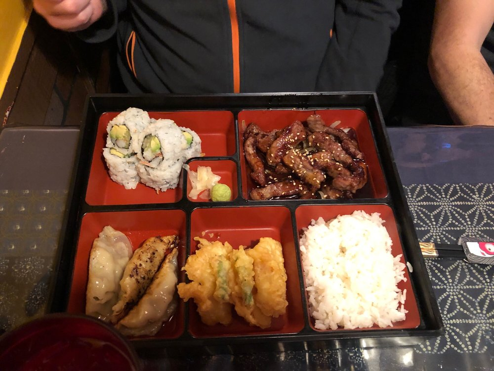 Shangri-La Sushi & Teriyaki: 841 W 6th Ave, Emporia, KS