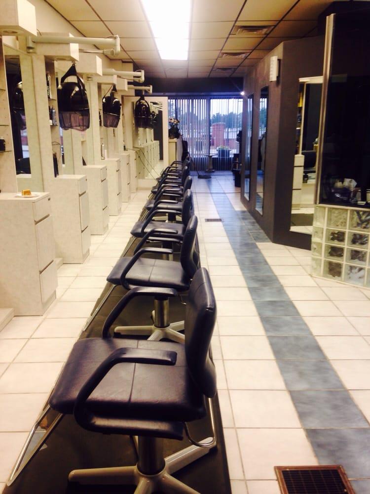 Maria's Styling Salon: 124 W State St, Sharon, PA
