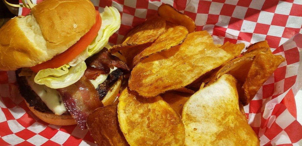 Froggies Bar & Grill: Valier, MT