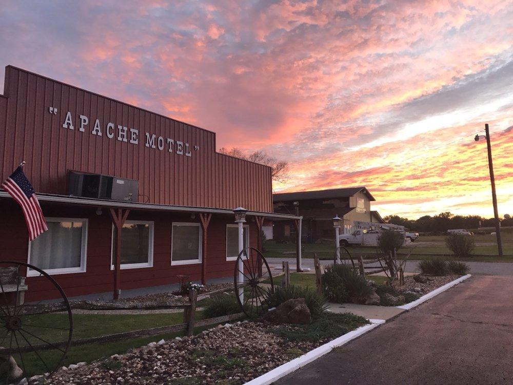 Apache Motel & the Gift Shop: Hwy 71 & B Hwy, Rich Hill, MO
