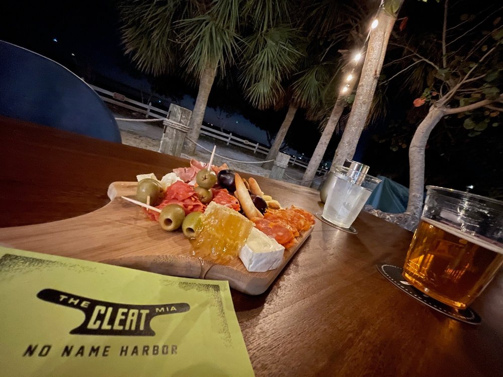 T / T Cleat by Boaters Grill: 1200 Crandon Blvd, Key Biscayne, FL