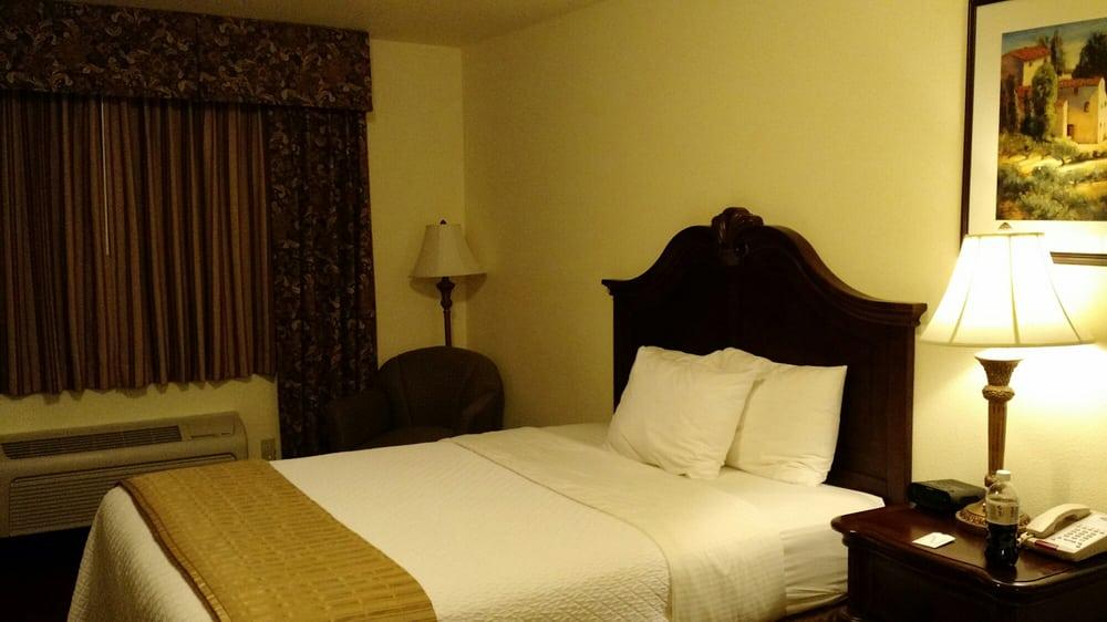 Stone Hearth Inn: 1639 Hwy 50 E, Linn, MO