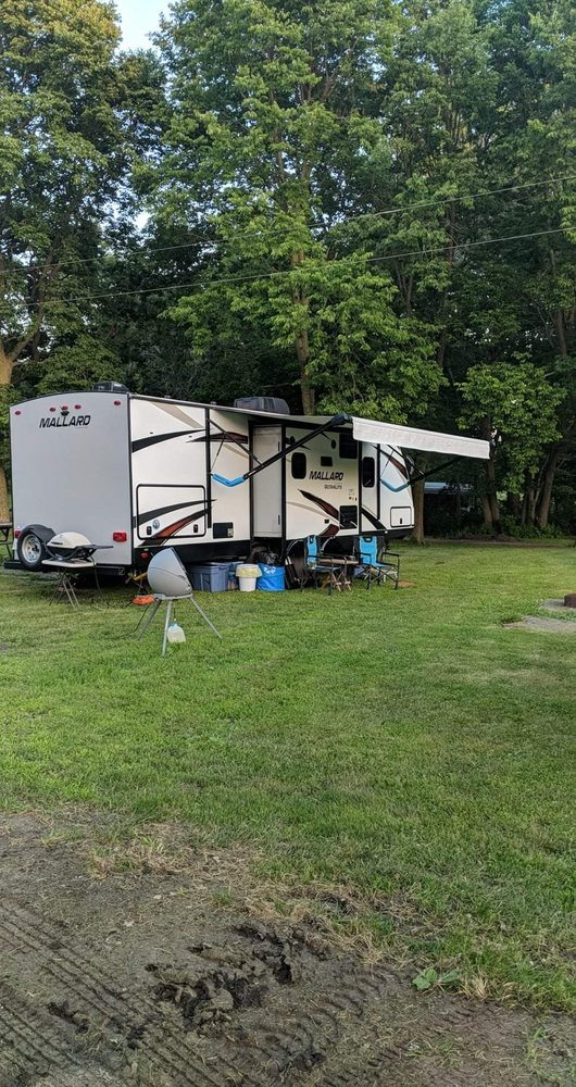 Hickory Grove Campground: 7478 1745 N Ave, Sheffield, IL