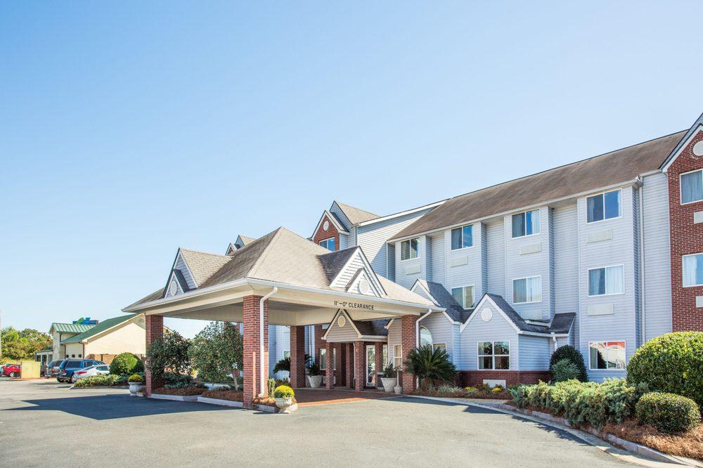 Microtel Inn & Suites by Wyndham Tifton: 196 South Virginia Avenue, Tifton, GA