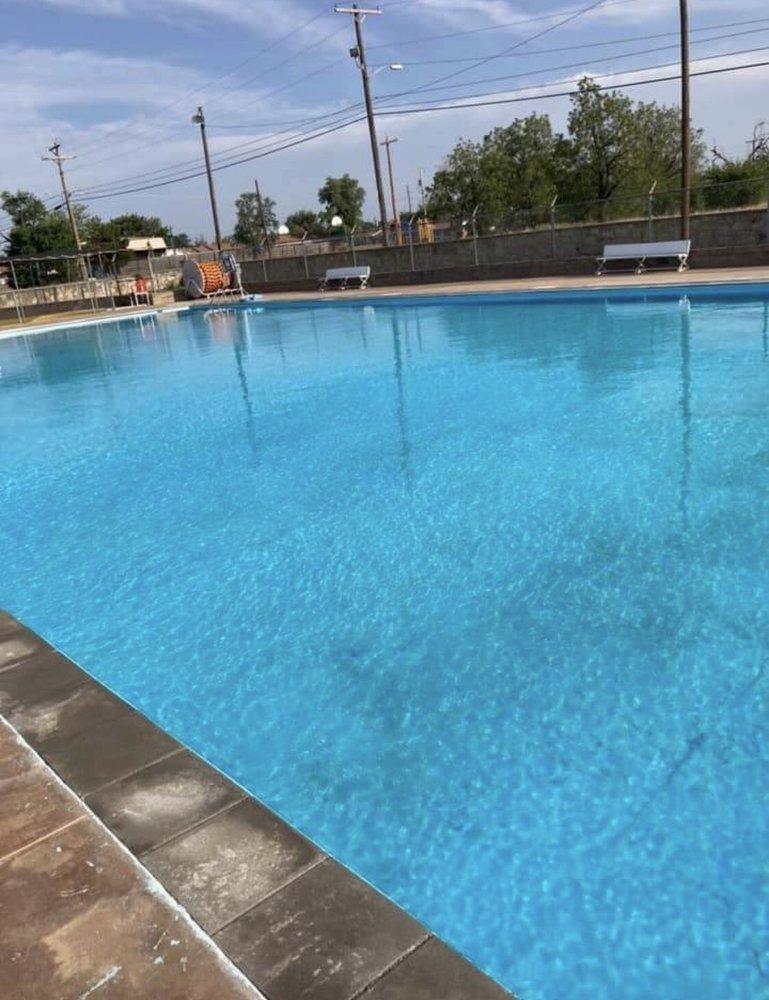 Quanah Swimming Pool: 600 E 4th St, Quanah, TX
