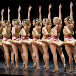 Christmas Spectacular Starring the Radio City Rockettes - 379 Photos ...
