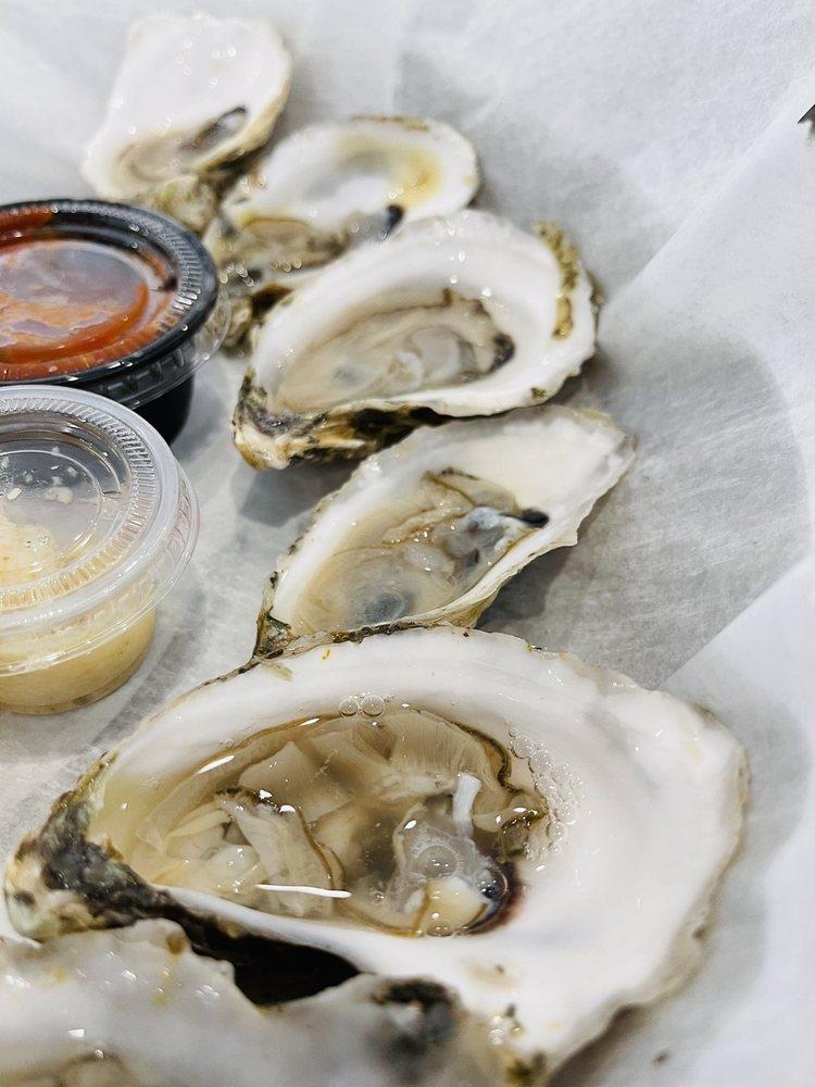 Hull's Seafood: 111 W Granada Blvd, Ormond Beach, FL
