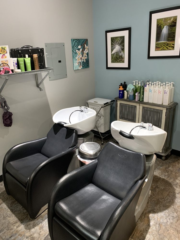 Bella Mia Salon: 8961 N Commerce Dr, Hayden, ID
