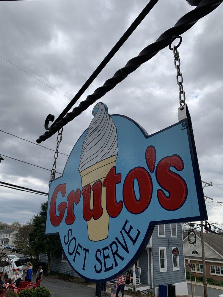 Gruto's Soft Serve: 107 S King St, Leesburg, VA