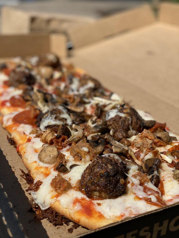 SkateShop Pizza: 116 W Main St, Alhambra, CA