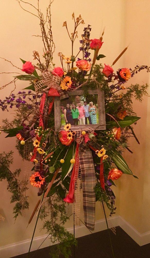 Boyd's Flowers & Gifts: 4014 W Main St, Tupelo, MS