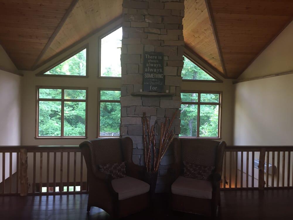 Makanda Inn & Cottages: 855 Old Lower Cobden Rd, Makanda, IL