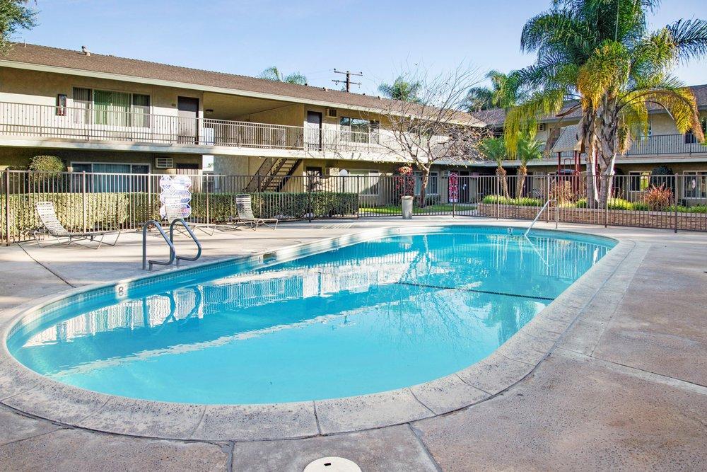 Pebble Cove Apts: 2555 W Winston Rd, Anaheim, CA