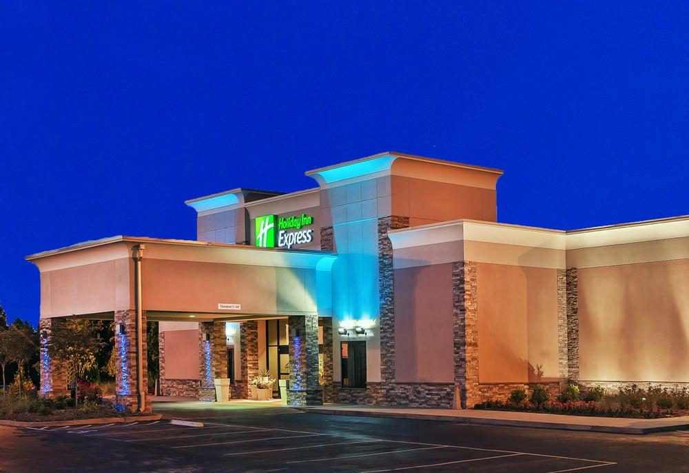 Holiday Inn Express Little Rock-Airport: 3121 Bankhead Dr, Little Rock, AR