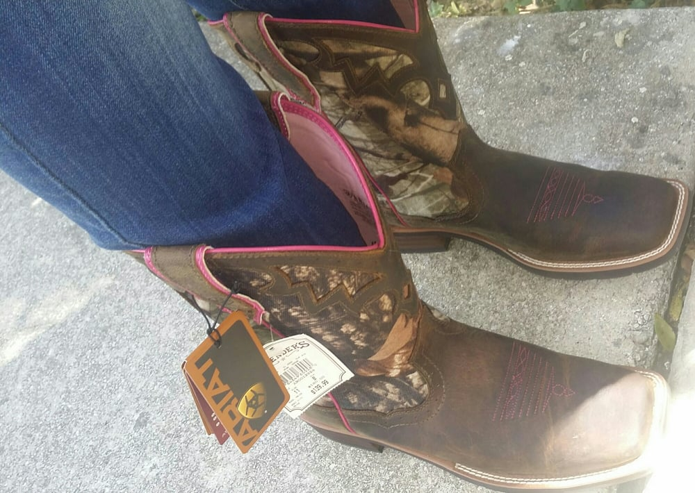 2nd pair of Ariat Pink Camo Boots Staff was great on ordering my