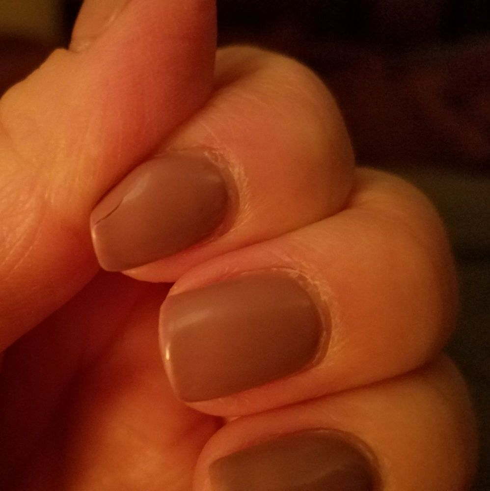 Crack in polish on index finger - nail itself is in tact. Day 10 of ...