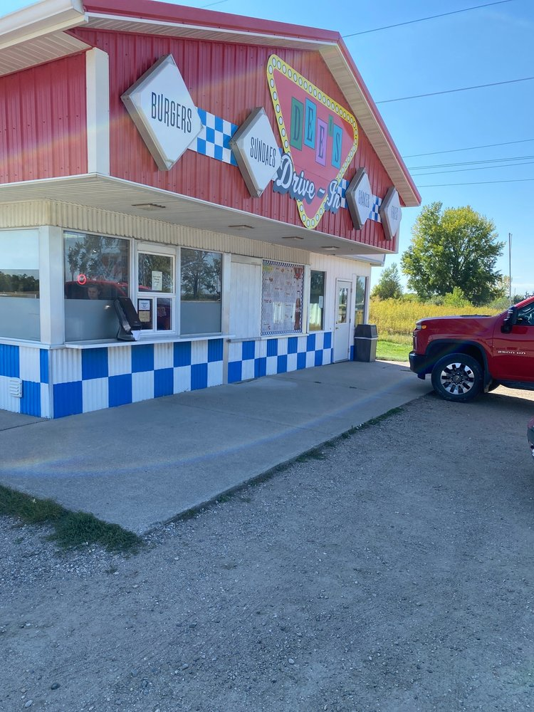 Dee's Drive In: 19765 Highway 34, Barnesville, MN