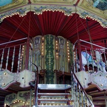 la belle epoque carrousel aires de jeux place charles de gaulle les grandes carmes. Black Bedroom Furniture Sets. Home Design Ideas