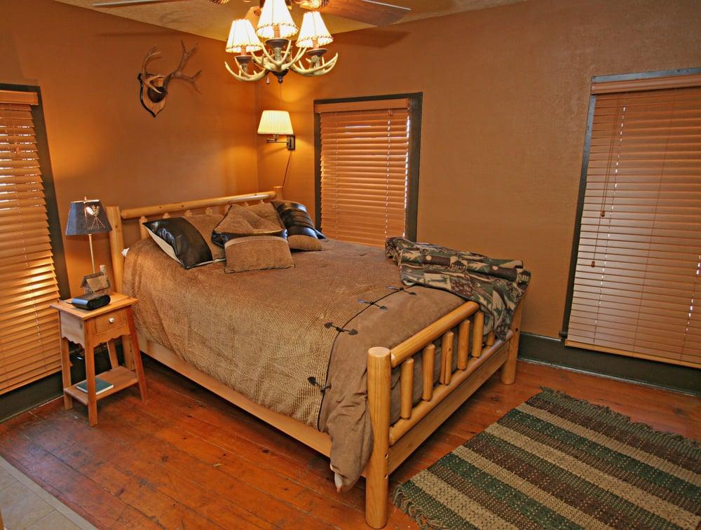 Okoboji Country Inn: 1704 Terrace Park Blvd, West Okoboji, IA