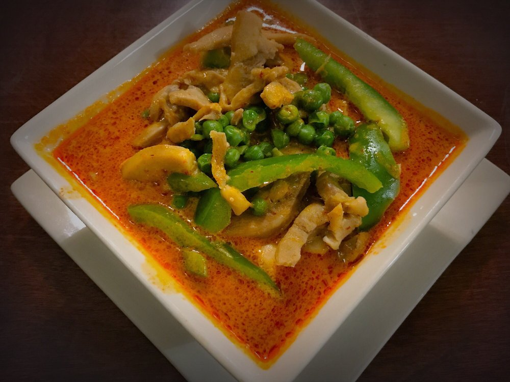 Pongsri's Thai Restaurant: 323 NE E St, Grants Pass, OR