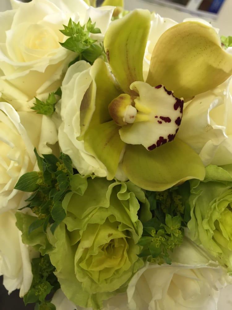 Blossoms by Tammy Smits: 220 Bohemia Dr, Denmark, WI