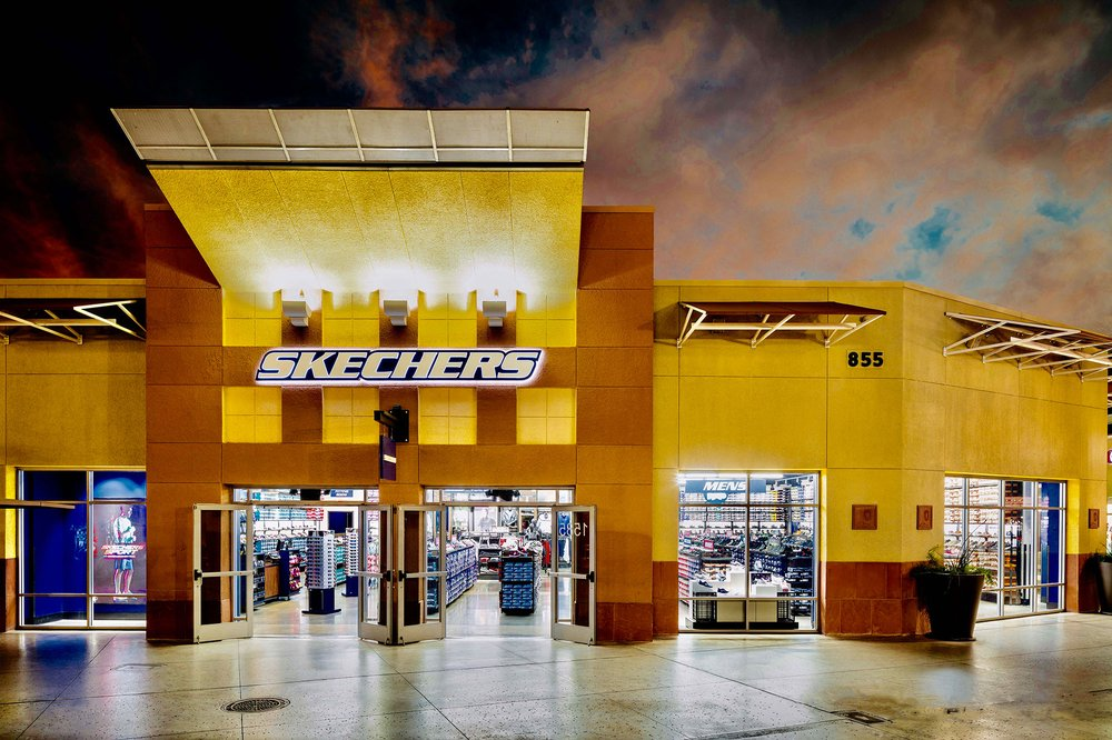 SKECHERS Factory Outlet: 80 Premium Outlets Blvd, Merrimack, NH