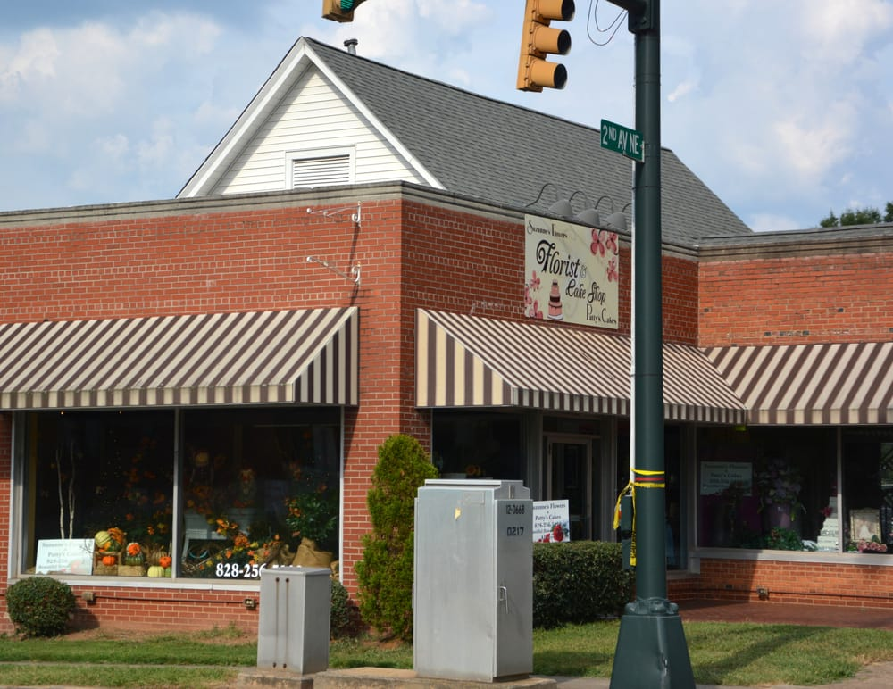 Suzanne's Flowers and Patty's Cakes: 10 S Main St, Granite Falls, NC