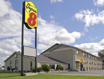 Super 8 by Wyndham Watertown: 3 Blks S Jct Hwys 212 & 81, Watertown, SD