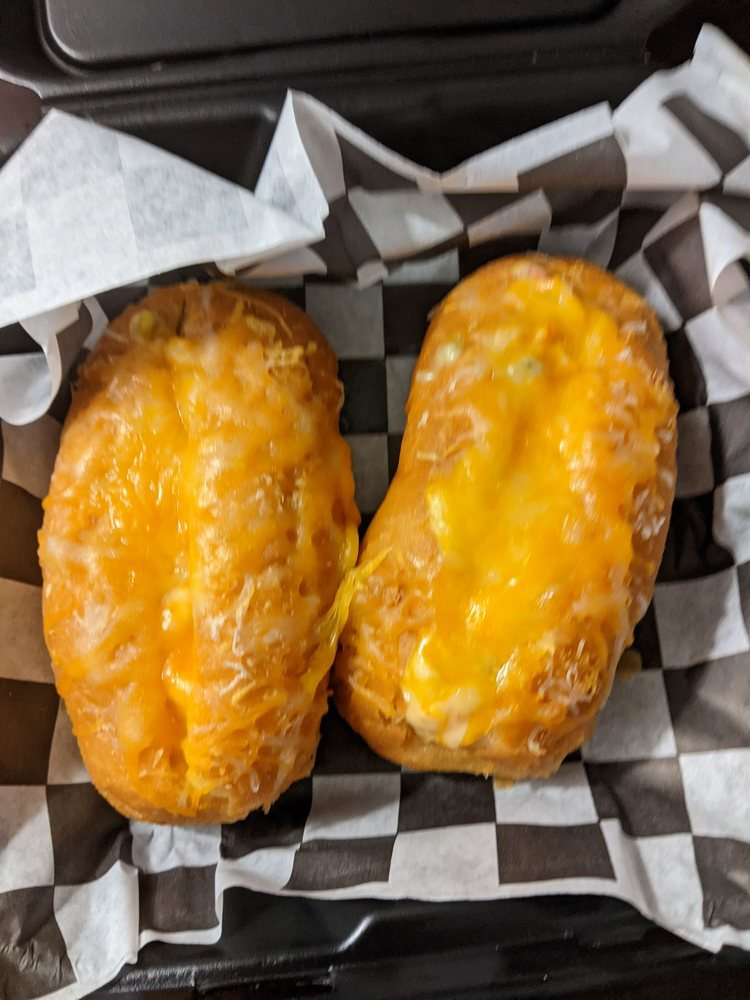Food Bayou: 402 W 1st St, Dumas, TX