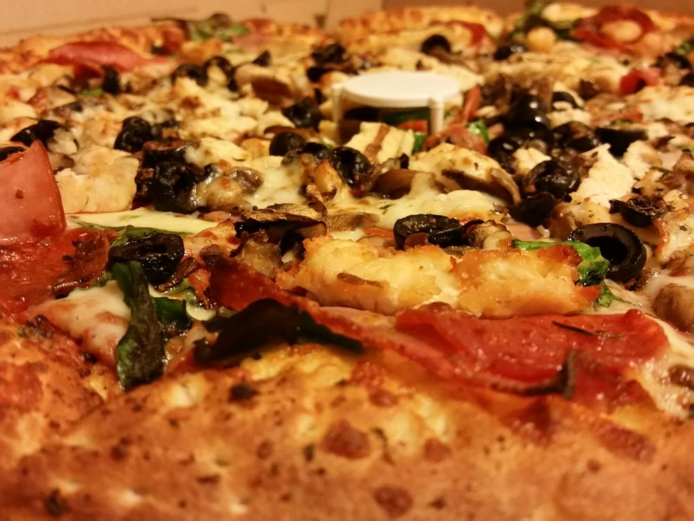 Strongman Pizza: 330 N 6th St, Redlands, CA