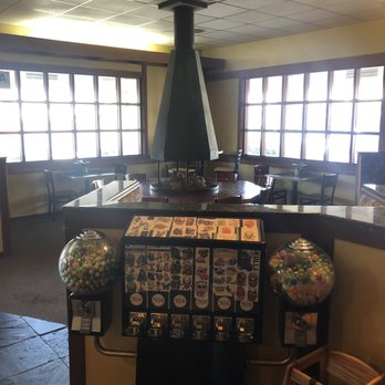 Round Table La Mesa.Round Table Pizza Order Food Online 44 Photos 139 Reviews