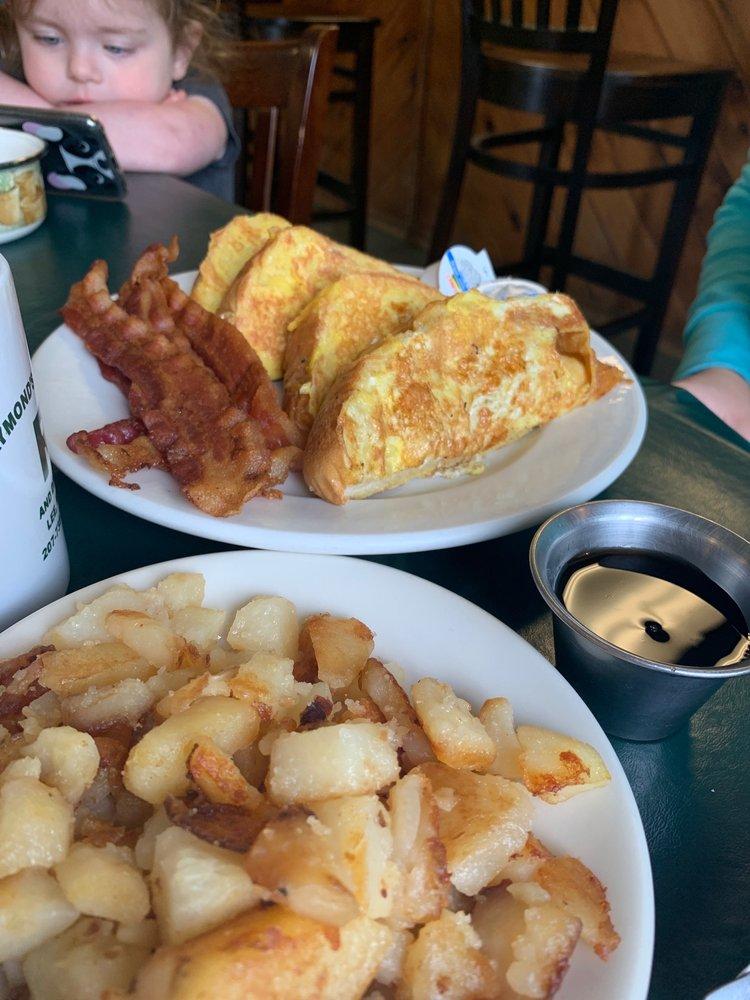 Raymonds Variety & Diner: 2789 Lee Rd, Lee, ME
