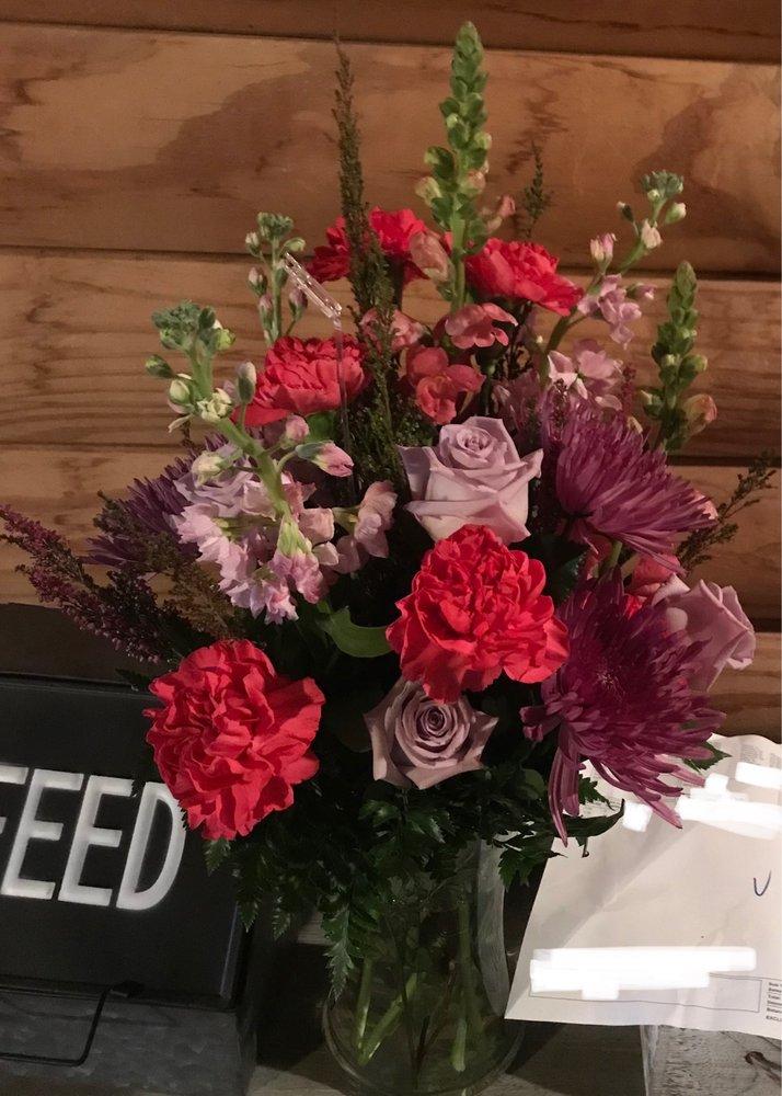 Cahaba Flowers: 812 Walnut St, Centreville, AL