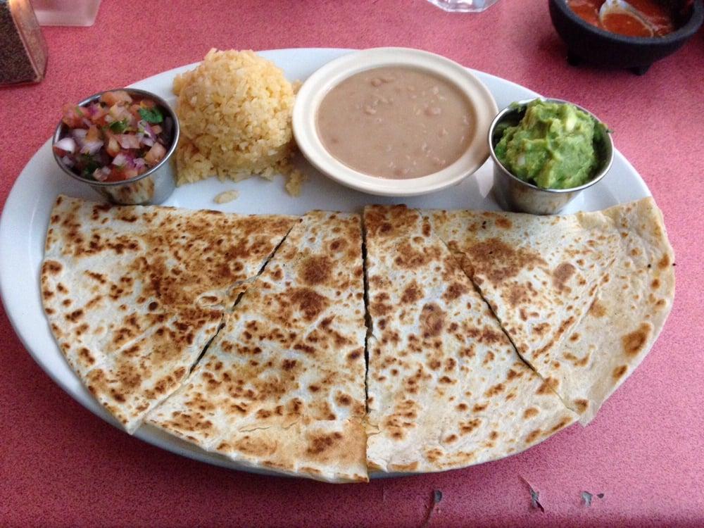 Restaurant Cuetzala Gro: 7360 N Clark St, Chicago, IL