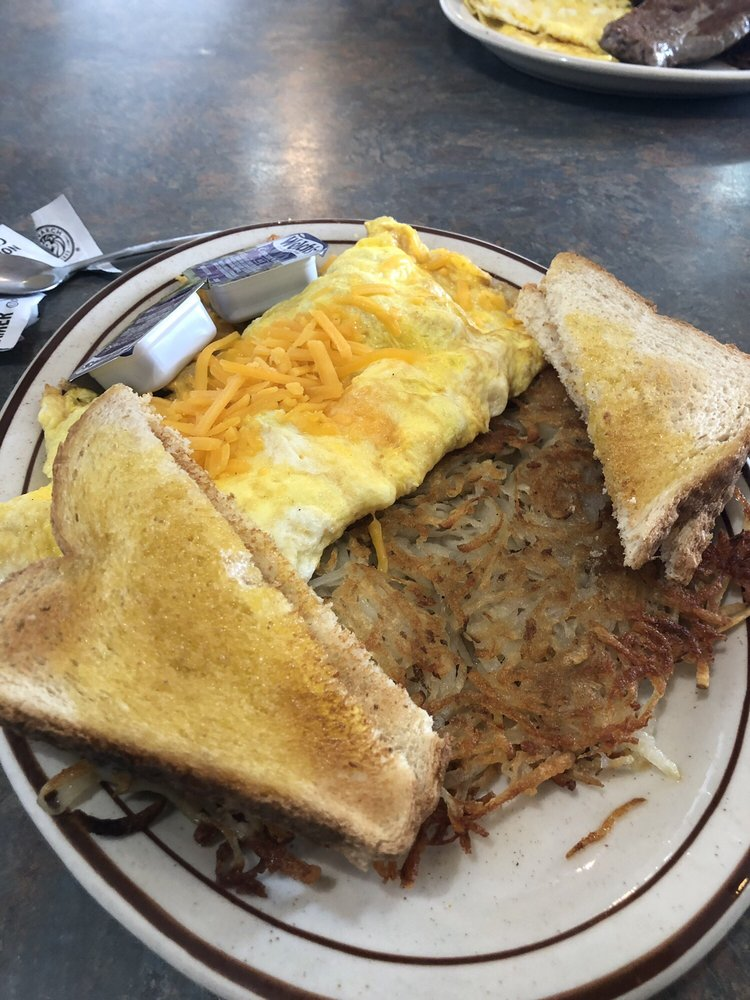Log Cabin Restaurant & Lounge: 1205 M St, Gering, NE