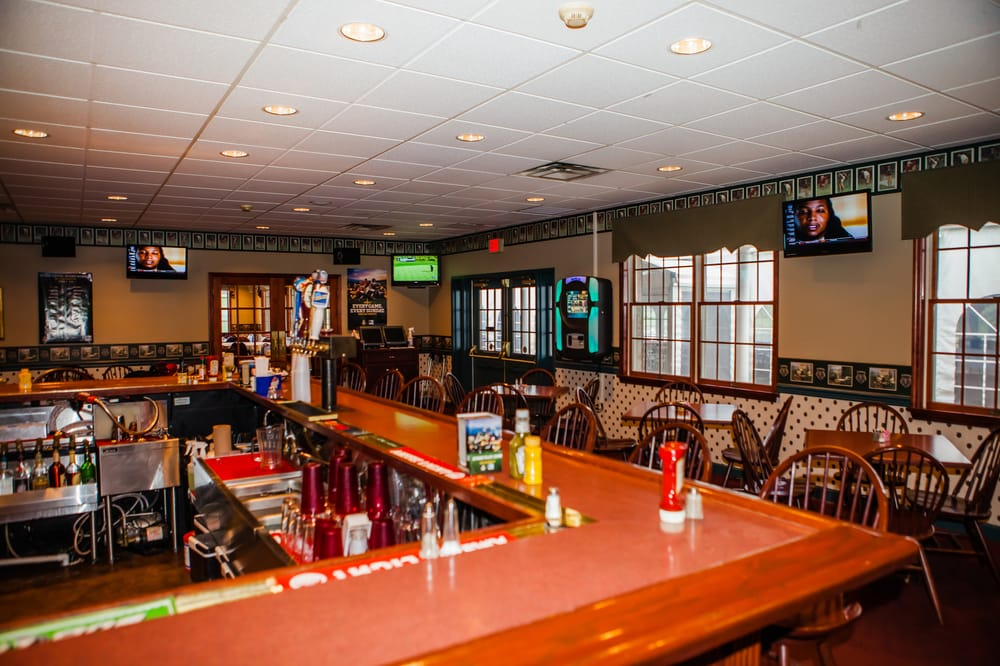 Sand Springs Country Club: 10 Clubhouse Dr, Drums, PA