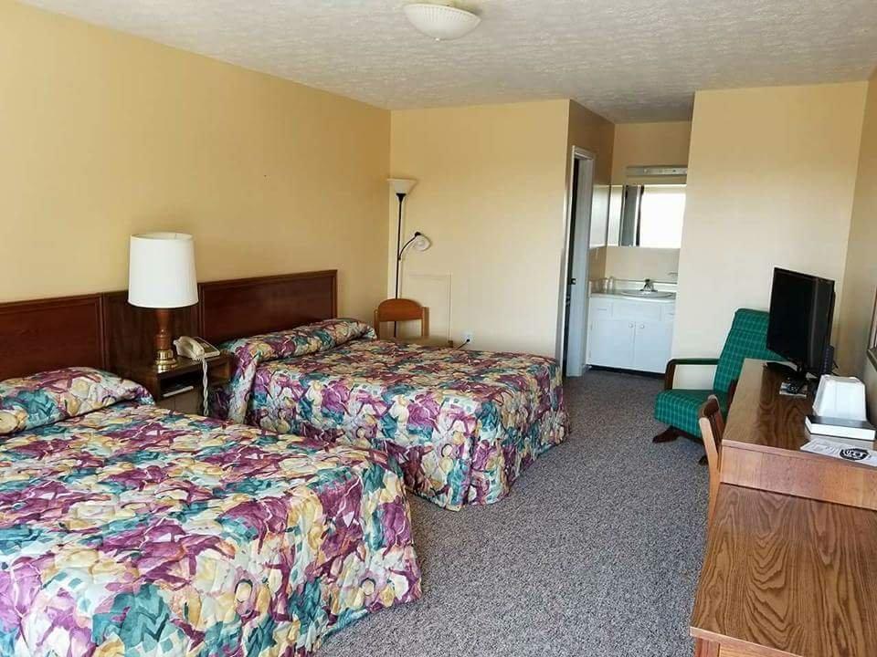 Fox Mountain Inn: 4778 E Lee Hwy, Max Meadows, VA