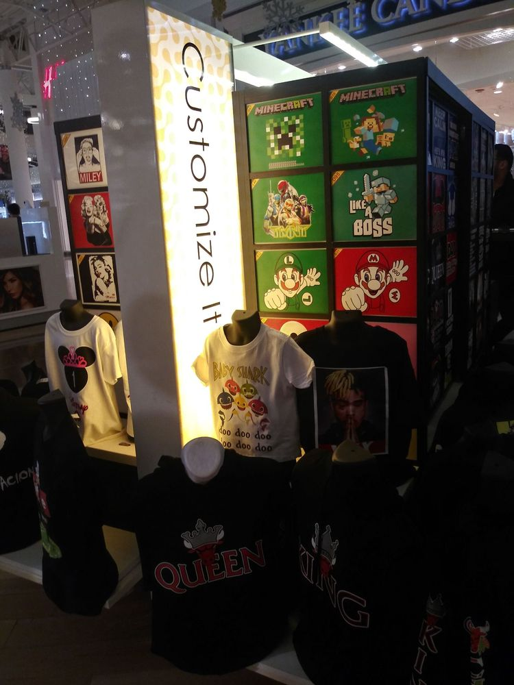 Customize It: 444 Chicago Ridge Mall, Chicago Ridge, IL
