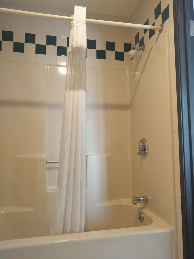 Woodfield Inn & Suites: 1651 N Central Ave, Marshfield, WI