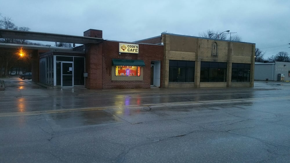 Cook's Cafe - 1327 N Federal Ave, Mason City, IA - 2019 All