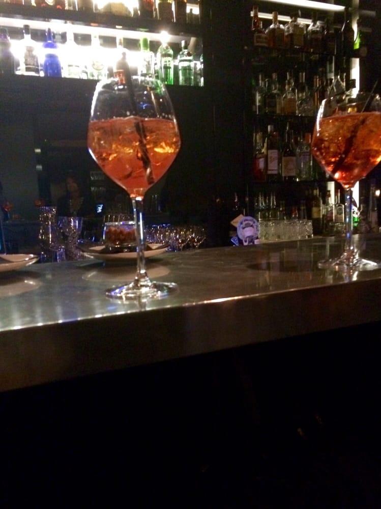 Odette en ville 21 photos 13 reviews hotels 25 rue for Odette s restaurant month