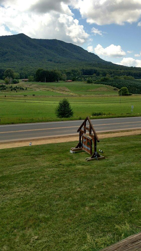 Highlander Motel: 891 Nc Highway 16 S, Jefferson, NC