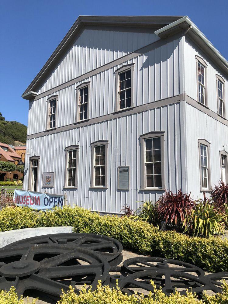 Tiburon Railroad & Ferry Depot Museum: 1920 Paradise Dr, Belvedere Tiburon, CA