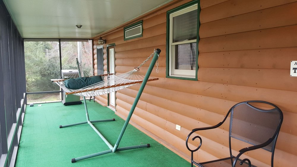 Asheville River Cabins: 55 Parkway Ln, Arden, NC