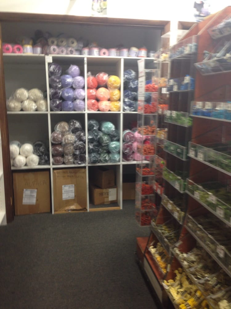 Daytona trimmings company 22 photos fabric stores for Fabric outlet near me